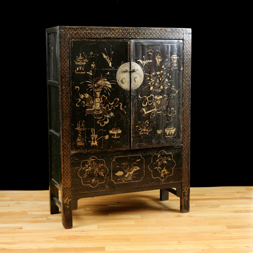 Antique chinese qing cabinet with original polychrome for Antique asian cabinet