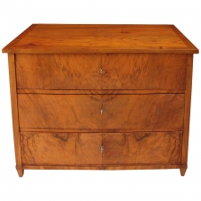 Viennese Biedermeier Chest of Drawers in Walnut, circa 1820