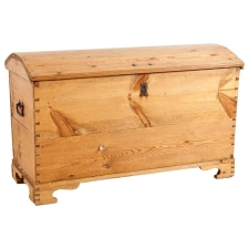 Large Antique Trunk in Scrubbed Pine, c. 1825