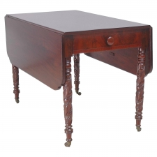 Federal Drop-Leaf Table in Mahogany, circa 1825
