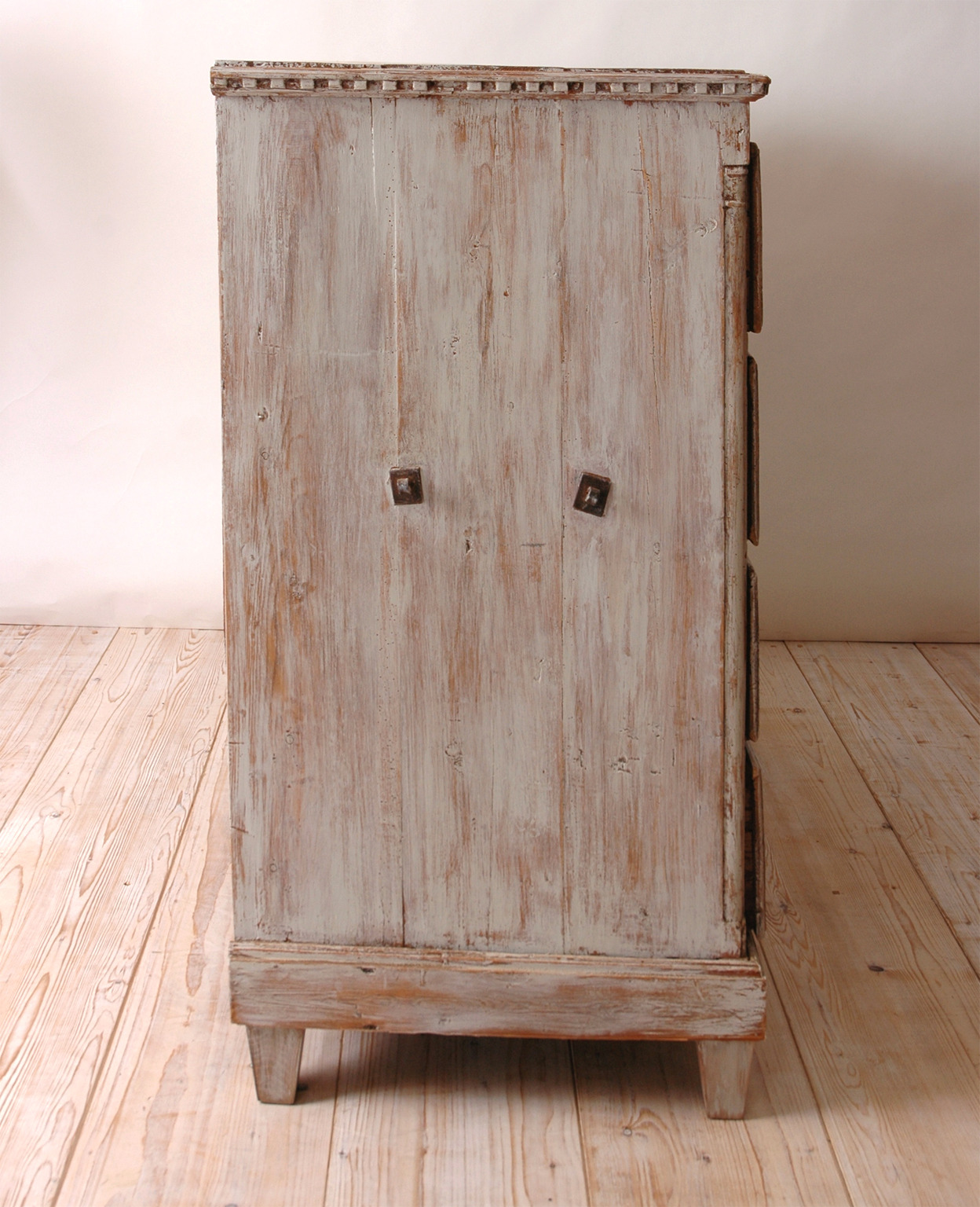 18th Century Scandinavian Painted Chest of Drawers / Commode