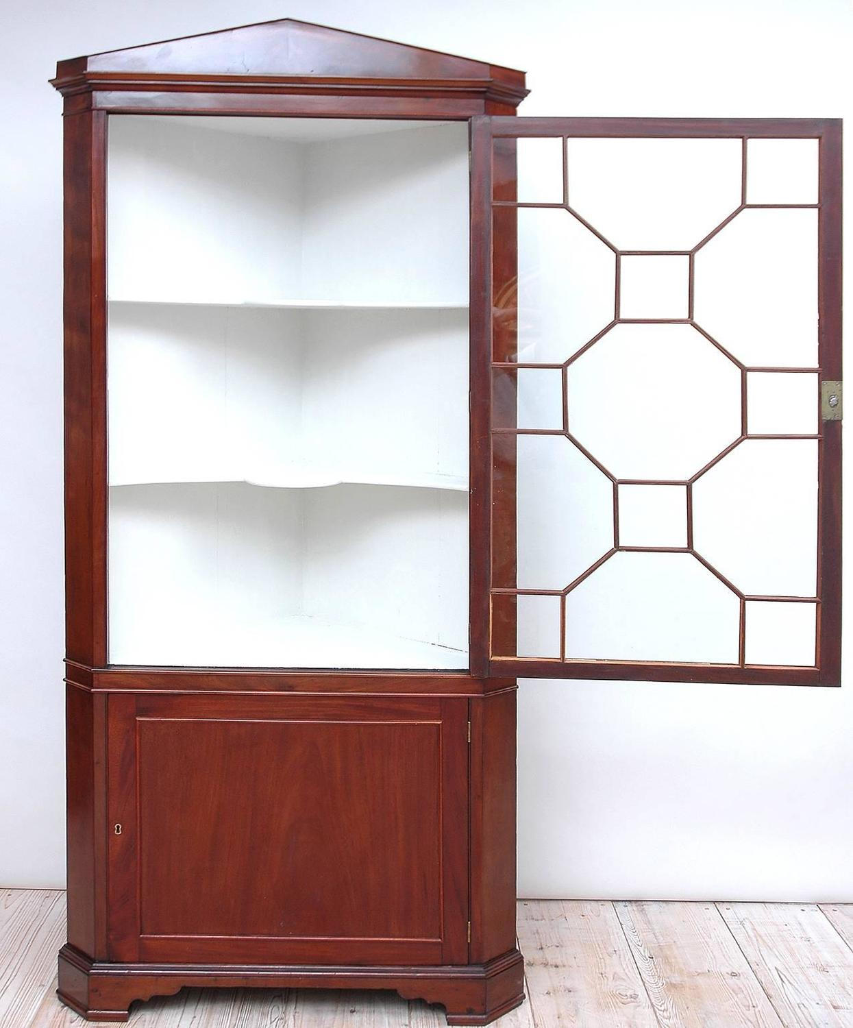 English Regency Corner Cabinet In Mahogany With Glass