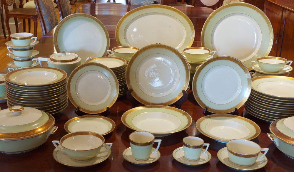 Royal Copenhagen  Dagmar  Dinnerware Service for 12 & Royal Copenhagen