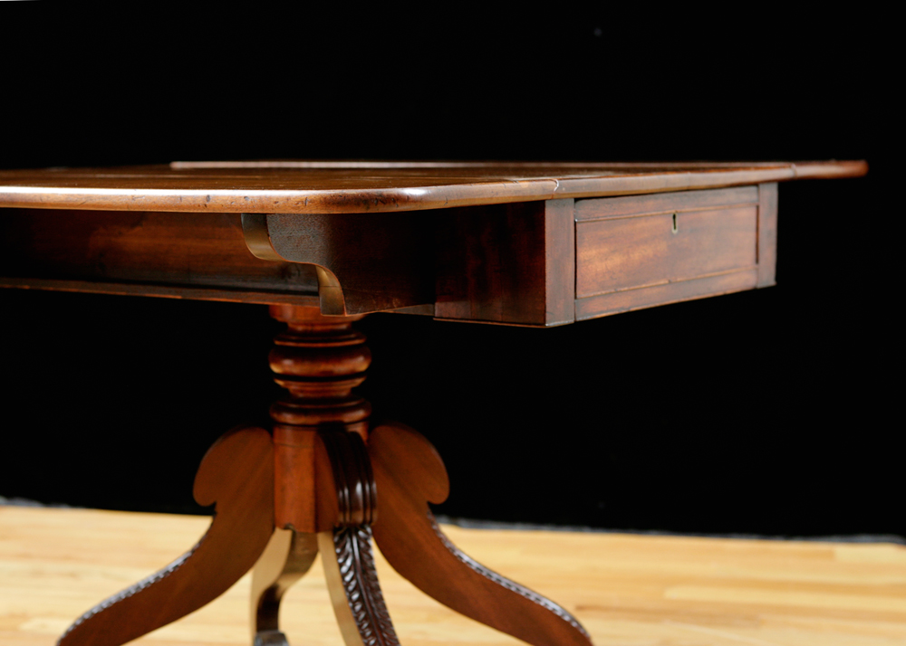Antique english side table in mahogany with drop leaves on for England table