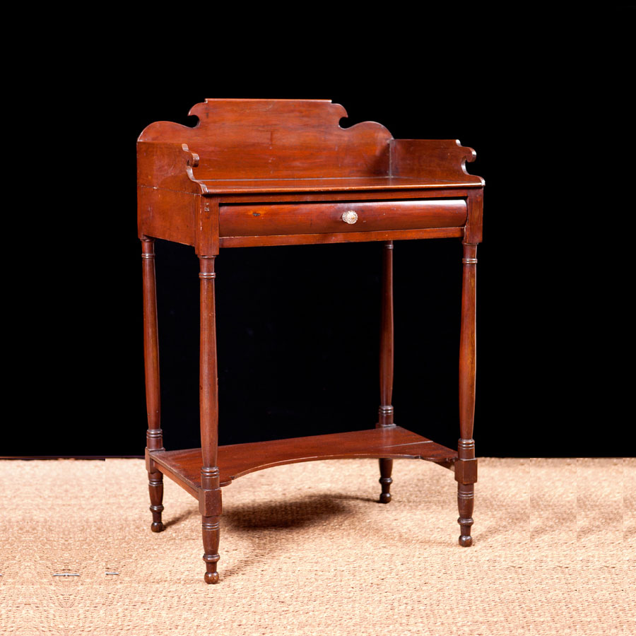 Antique American Sheraton Washstand in Mahogany with Turned Legs  c 1815. Antique American Sheraton Washstand in Mahogany with Turned Legs